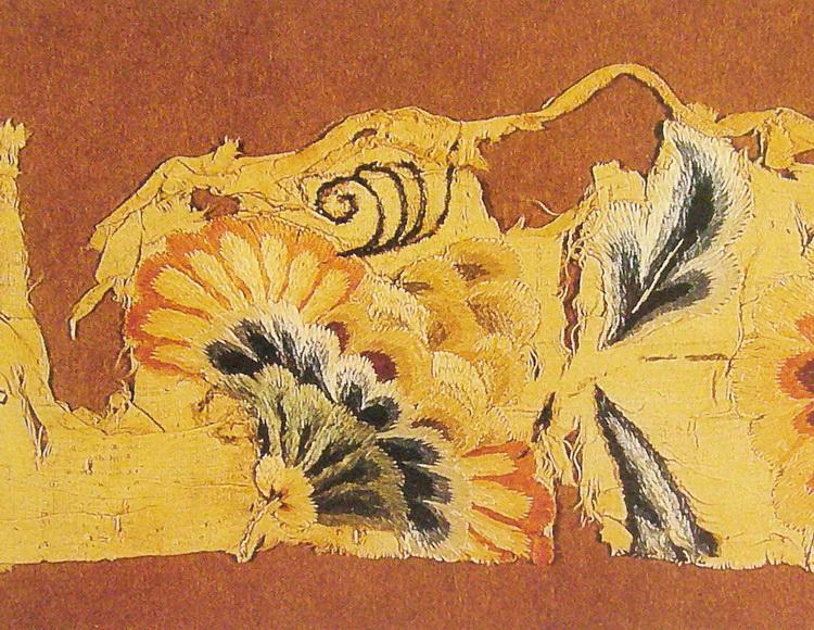 图1 2 1 9 唐黄罗绣残片(现藏大英博物馆). 盛世毓秀升明华——中国隋唐五代刺绣