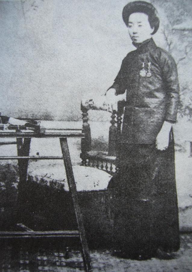 图4 5,沈寿像 中国刺绣赏析简述——中国艺术类刺绣和生活类刺绣有什么区别?