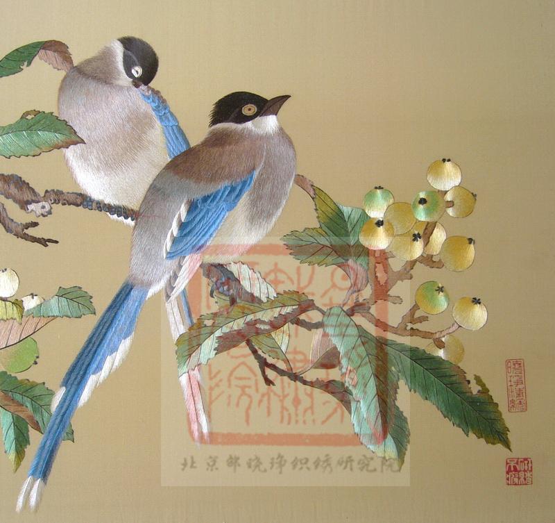 图4 9,宋绣蓝鹊枇杷图(邵晓琤研究、绣制) 中国刺绣赏析简述——中国艺术类刺绣和生活类刺绣有什么区别?